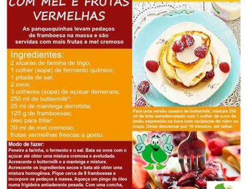Receita de panquecas com mel e frutas vermelhas